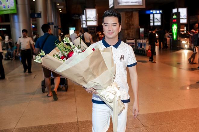 Đàm Vĩnh Hưng ra sân bay đón Dương Triệu Vũ vào lúc nửa đêm - Ảnh 2.