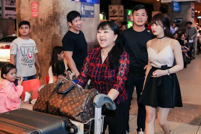 Đàm Vĩnh Hưng ra sân bay đón Dương Triệu Vũ vào lúc nửa đêm - Ảnh 4.