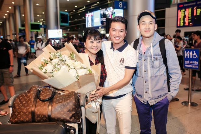 Đàm Vĩnh Hưng ra sân bay đón Dương Triệu Vũ vào lúc nửa đêm - Ảnh 6.