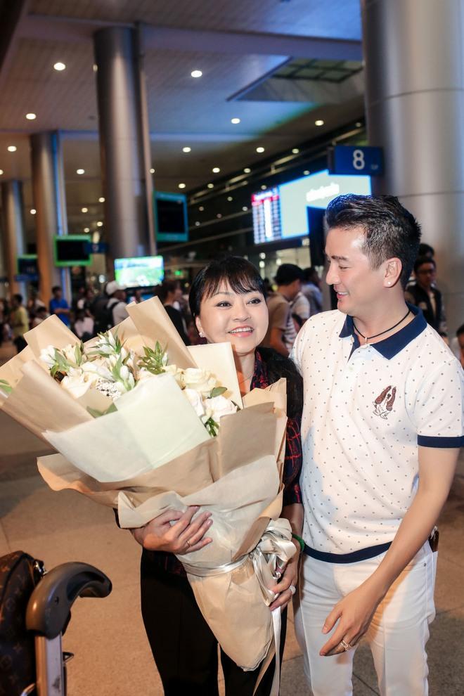 Đàm Vĩnh Hưng ra sân bay đón Dương Triệu Vũ vào lúc nửa đêm - Ảnh 8.