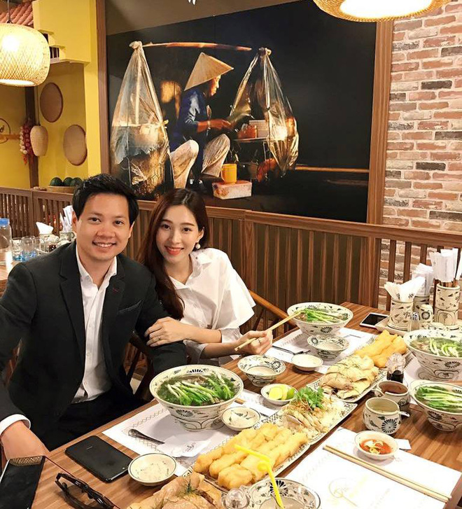Vợ chồng Hoa hậu Đặng Thu Thảo lần đầu công khai xuất hiện sau đám cưới - Ảnh 1.