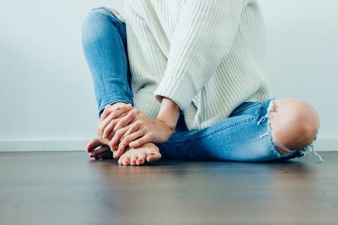 7 nguyên nhân khiến bạn đi tiểu đau sau khi yêu, bao gồm cả việc làm chuyện ấy thế nào - Ảnh 1.