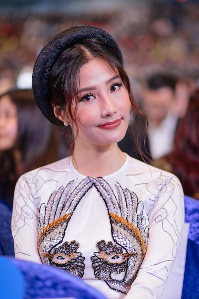 Ngô Thanh Vân cùng hội mỹ nhân Cô Ba Sài Gòn diện áo dài nổi bật trên thảm đỏ LHP Busan - Ảnh 7.