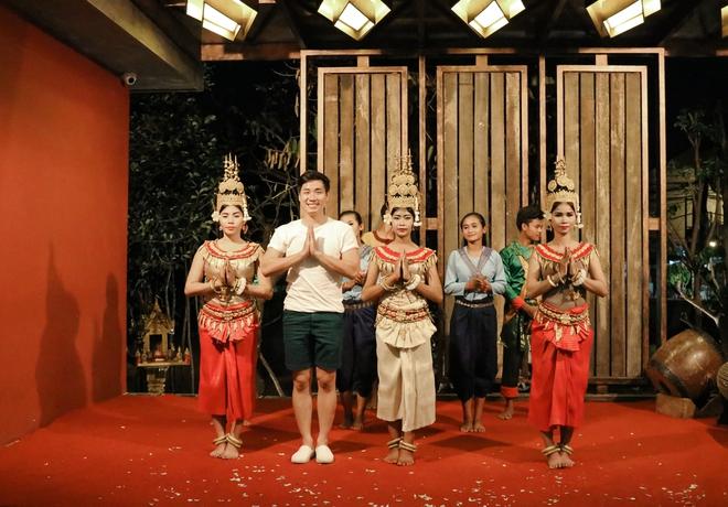 Nguyên Khang thích thú du lịch bụi, lê la vỉa hè ở Campuchia - ảnh 12