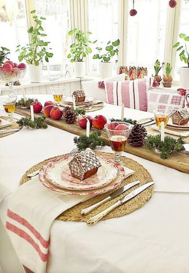 Trang trí bàn ăn thật lung linh và ấm cúng cho đêm Giáng sinh an lành - Ảnh 8.