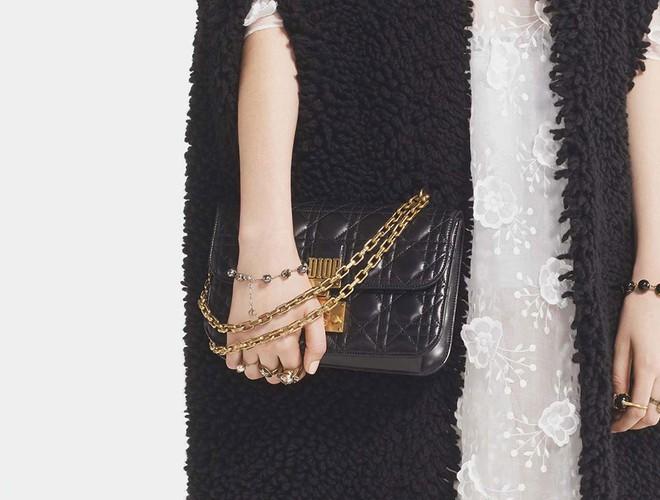 Sau túi J'adior, giới mộ điệu lại nóng lòng sở hữu túi Addict của Dior - Ảnh 2.
