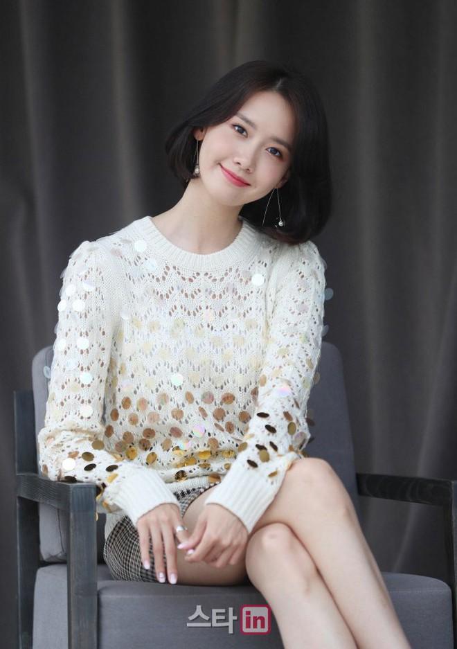 Từ khi cắt tóc ngắn, Yoona mặc đồ điệu đà cũng đẹp mà cá tính cũng xinh - Ảnh 13.