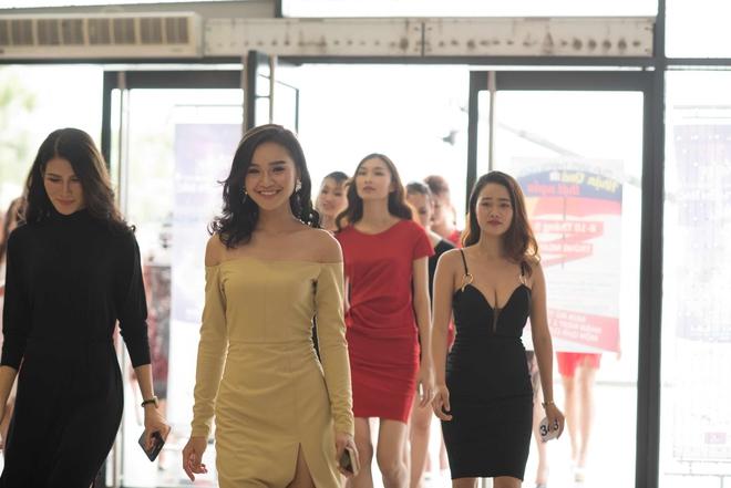 Phạm Hương bất ngờ tổ chức sinh nhật Lệ Hằng trên sân khấu sơ khảo khu vực phía Bắc HHHVVN 2017 - Ảnh 8.