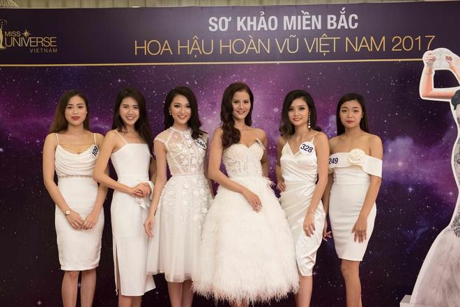Phạm Hương bất ngờ tổ chức sinh nhật Lệ Hằng trên sân khấu sơ khảo khu vực phía Bắc HHHVVN 2017 - Ảnh 10.