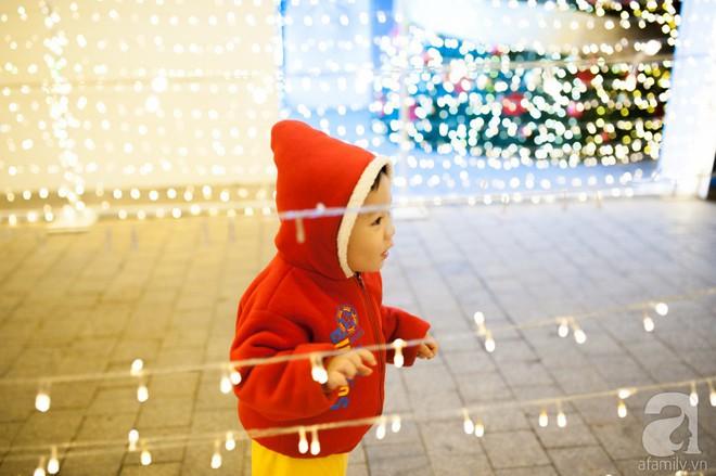 Ngắm các thiên thần nhí nghịch tuyết rơi, đón Noel sớm cùng bố mẹ trong ngày Hà Nội lạnh tái tê - ảnh 18