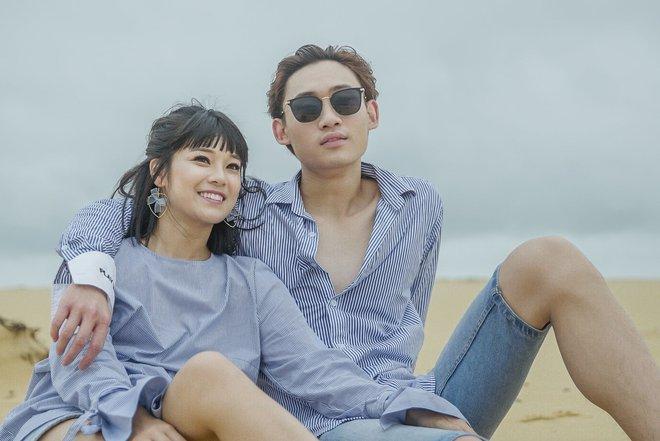 Hoàng Yến Chibi ngọt ngào ôm hôn trai đẹp giữa bãi biển - Ảnh 4.