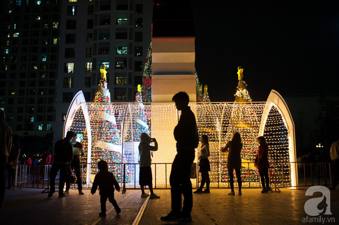 Ngắm các thiên thần nhí nghịch tuyết rơi, đón Noel sớm cùng bố mẹ trong ngày Hà Nội lạnh tái tê - ảnh 11