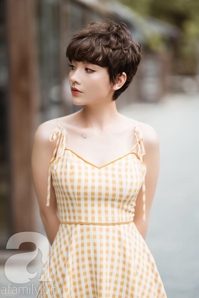 Duyên dáng trọn vẹn cả tuần với những thiết kế váy áo cổ điển đẹp tinh khôi - Ảnh 21.