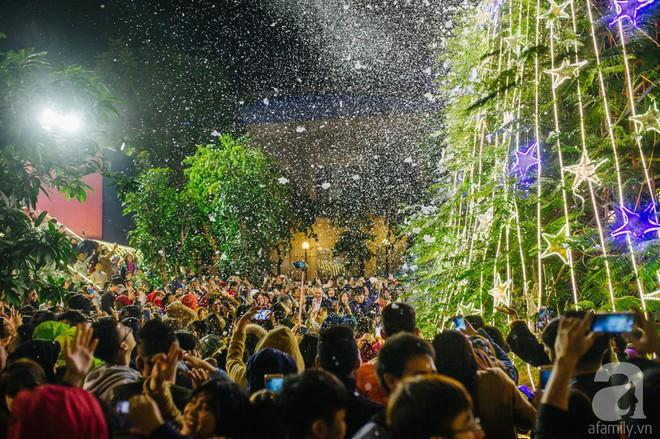 Ngắm các thiên thần nhí nghịch tuyết rơi, đón Noel sớm cùng bố mẹ trong ngày Hà Nội lạnh tái tê - ảnh 36
