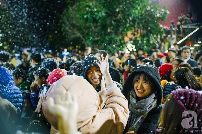 Ngắm các thiên thần nhí nghịch tuyết rơi, đón Noel sớm cùng bố mẹ trong ngày Hà Nội lạnh tái tê - ảnh 34
