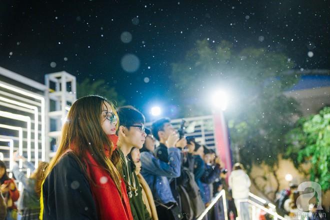 Ngắm các thiên thần nhí nghịch tuyết rơi, đón Noel sớm cùng bố mẹ trong ngày Hà Nội lạnh tái tê - ảnh 32