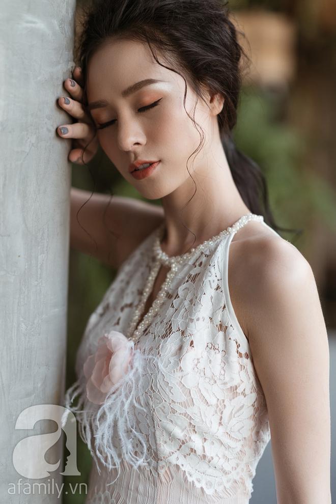 Liệu rằng có thiết kế nào yêu kiều, mong manh sánh nổi với những bộ váy ren tinh khôi này - Ảnh 13.