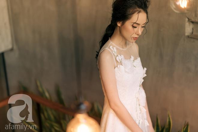 Liệu rằng có thiết kế nào yêu kiều, mong manh sánh nổi với những bộ váy ren tinh khôi này - Ảnh 21.