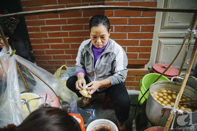Gánh chè trôi mộc mạc 30 năm ngõ Tô Hoàng, bán hết veo trong vòng 2 tiếng, nếu muốn ăn nhớ đừng mang tiền chẵn - Ảnh 4.
