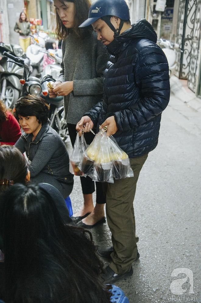 Gánh chè trôi mộc mạc 30 năm ngõ Tô Hoàng, bán hết veo trong vòng 2 tiếng, nếu muốn ăn nhớ đừng mang tiền chẵn - Ảnh 8.