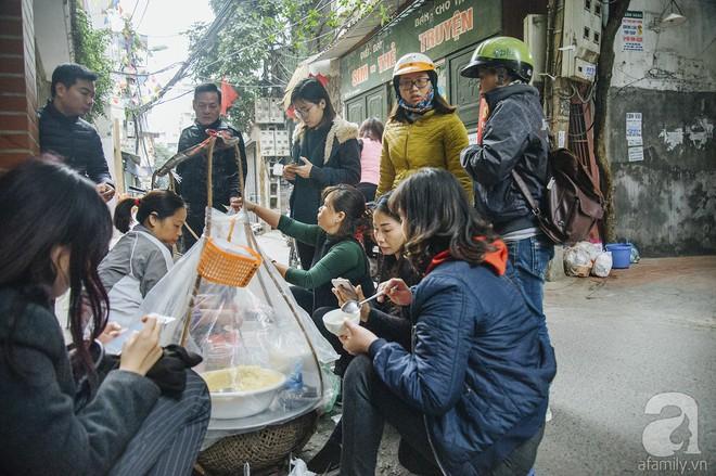 Gánh chè trôi mộc mạc 30 năm ngõ Tô Hoàng, bán hết veo trong vòng 2 tiếng, nếu muốn ăn nhớ đừng mang tiền chẵn - Ảnh 3.