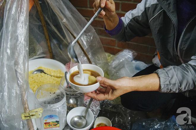 Gánh chè trôi mộc mạc 30 năm ngõ Tô Hoàng, bán hết veo trong vòng 2 tiếng, nếu muốn ăn nhớ đừng mang tiền chẵn - Ảnh 6.