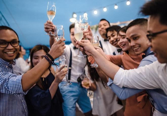 Đám cưới du thuyền đẹp mơ màng giữa sóng nước Hạ Long của cô dâu Philippines không ngại chủ động tìm kiếm tình yêu - Ảnh 19.