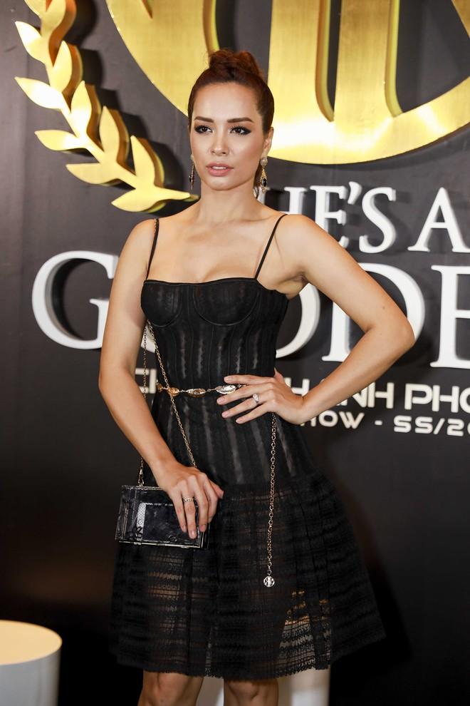 Hoa hậu đại dương Ngân Anh cùng dàn mỹ nhân thiêu đốt thảm đỏ show thời trang của Chung Thanh Phong - Ảnh 7.