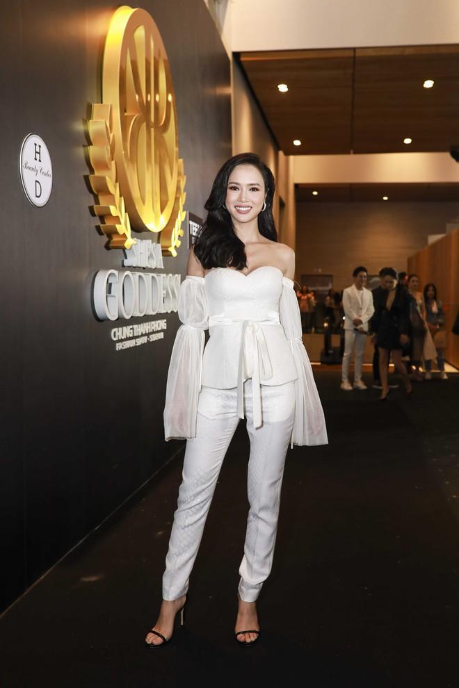 Hoa hậu đại dương Ngân Anh cùng dàn mỹ nhân thiêu đốt thảm đỏ show thời trang của Chung Thanh Phong - Ảnh 10.