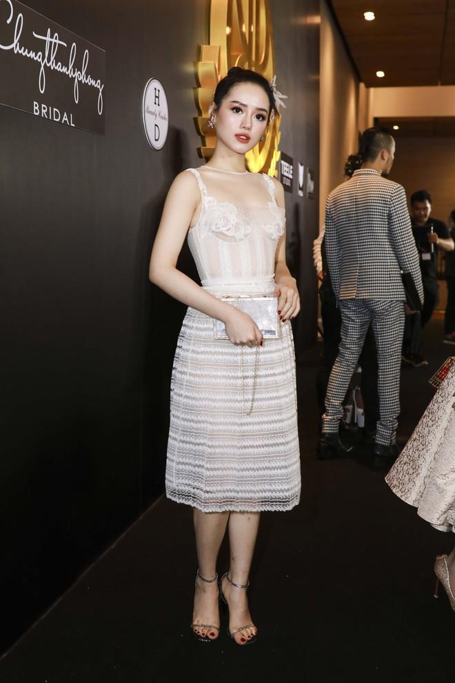 Hoa hậu đại dương Ngân Anh cùng dàn mỹ nhân thiêu đốt thảm đỏ show thời trang của Chung Thanh Phong - Ảnh 14.