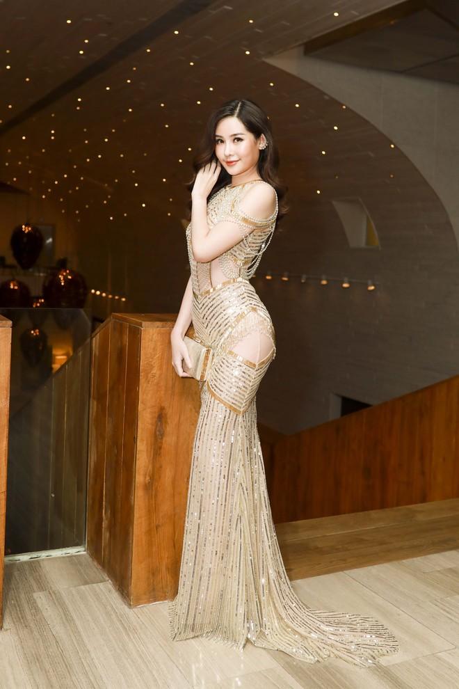 Hoa hậu đại dương Ngân Anh cùng dàn mỹ nhân thiêu đốt thảm đỏ show thời trang của Chung Thanh Phong - Ảnh 5.
