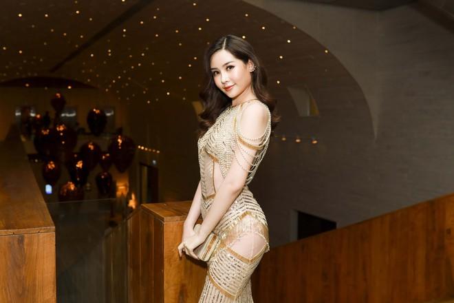 Hoa hậu đại dương Ngân Anh cùng dàn mỹ nhân thiêu đốt thảm đỏ show thời trang của Chung Thanh Phong - Ảnh 6.