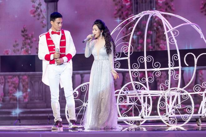 Thua chị gái hoa dâm bụt Hoà Minzy nhưng Erik nhận được mưa lời khen vì kết hợp quá ngọt cùng Hoa hậu  - Ảnh 3.
