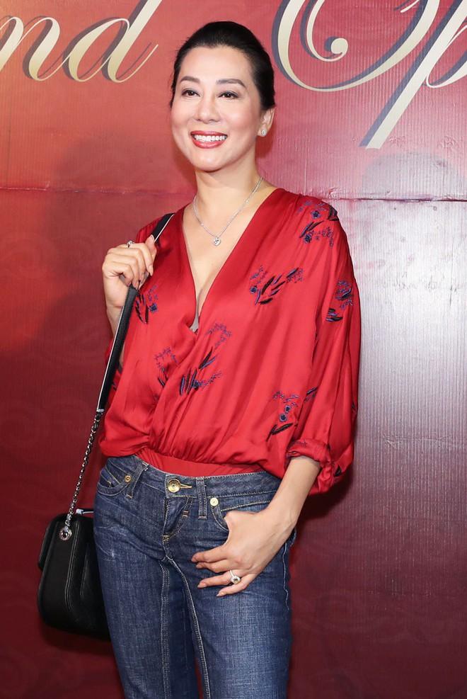 Sau khi bị fan cuồng nữ hôn lên ngực, Hồ Ngọc Hà tươi tắn xuất hiện bên Dương Triệu Vũ - Ảnh 5.