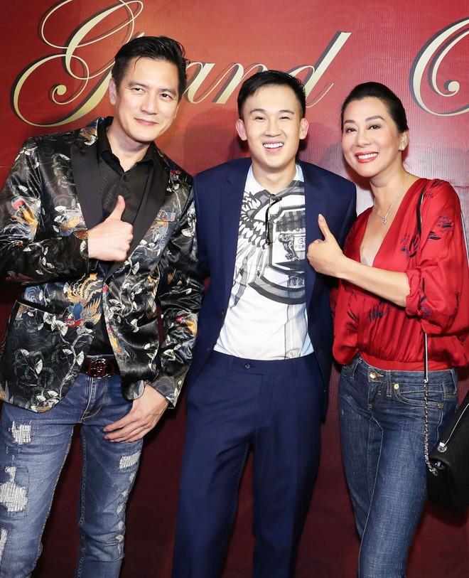 Sau khi bị fan cuồng nữ hôn lên ngực, Hồ Ngọc Hà tươi tắn xuất hiện bên Dương Triệu Vũ - Ảnh 6.