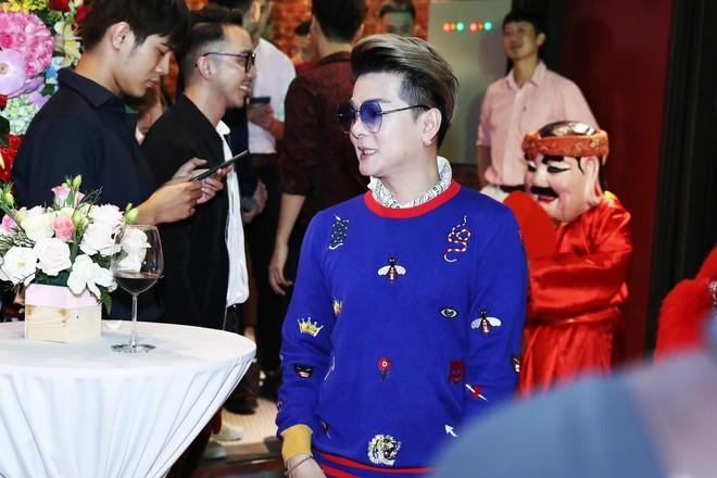 Sau khi bị fan cuồng nữ hôn lên ngực, Hồ Ngọc Hà tươi tắn xuất hiện bên Dương Triệu Vũ - Ảnh 8.