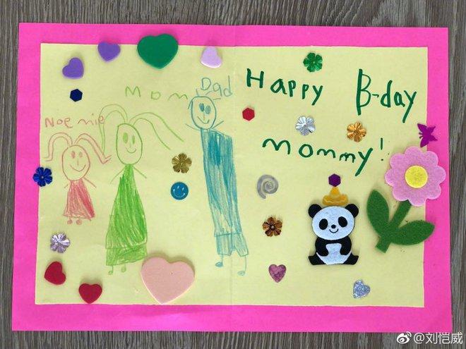 Con gái Dương Mịch vẽ tranh đoàn viên tặng mẹ dịp sinh nhật - Ảnh 2.