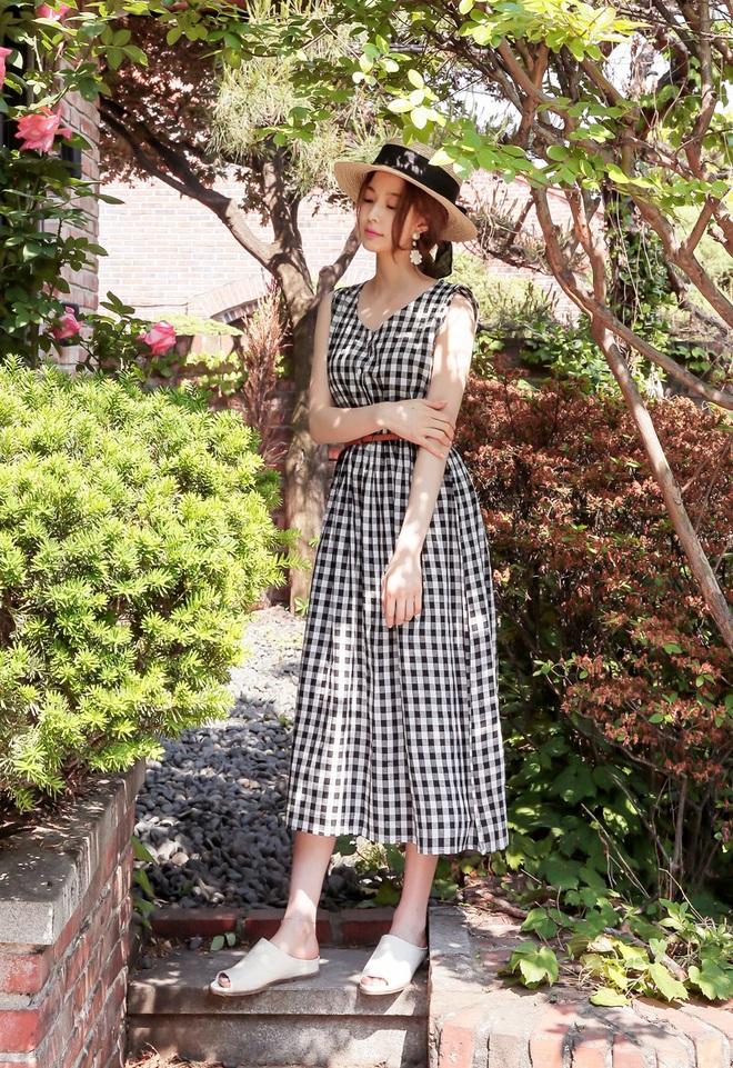 Bên cạnh váy hoa, thì vẫn còn 5 mẫu váy để các nàng diện vừa đẹp vừa mát hè này - Ảnh 26.