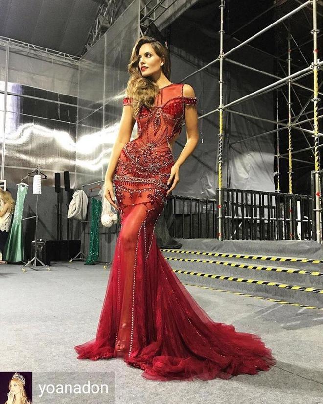 Thí sinh Miss Grand International diện đầm của NTK Đỗ Long, đụng hàng với nàng thơ Kỳ Duyên tại phần thi Trang phục dạ hội - Ảnh 2.