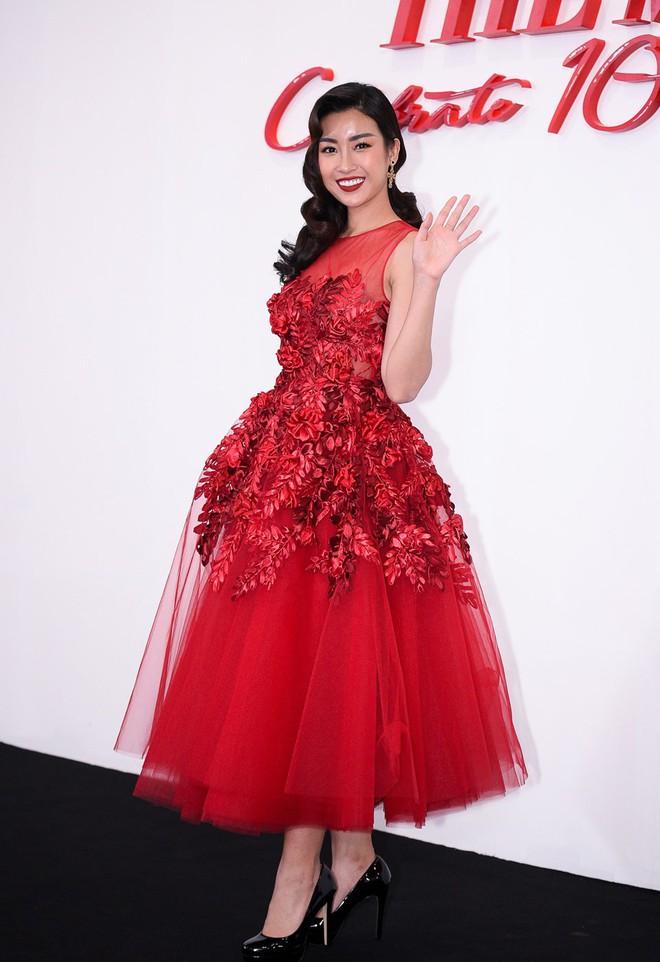 Giật mình khi thấy Hoa hậu Đỗ Mỹ Linh trang điểm đậm đến mức già chát thế này - Ảnh 2.