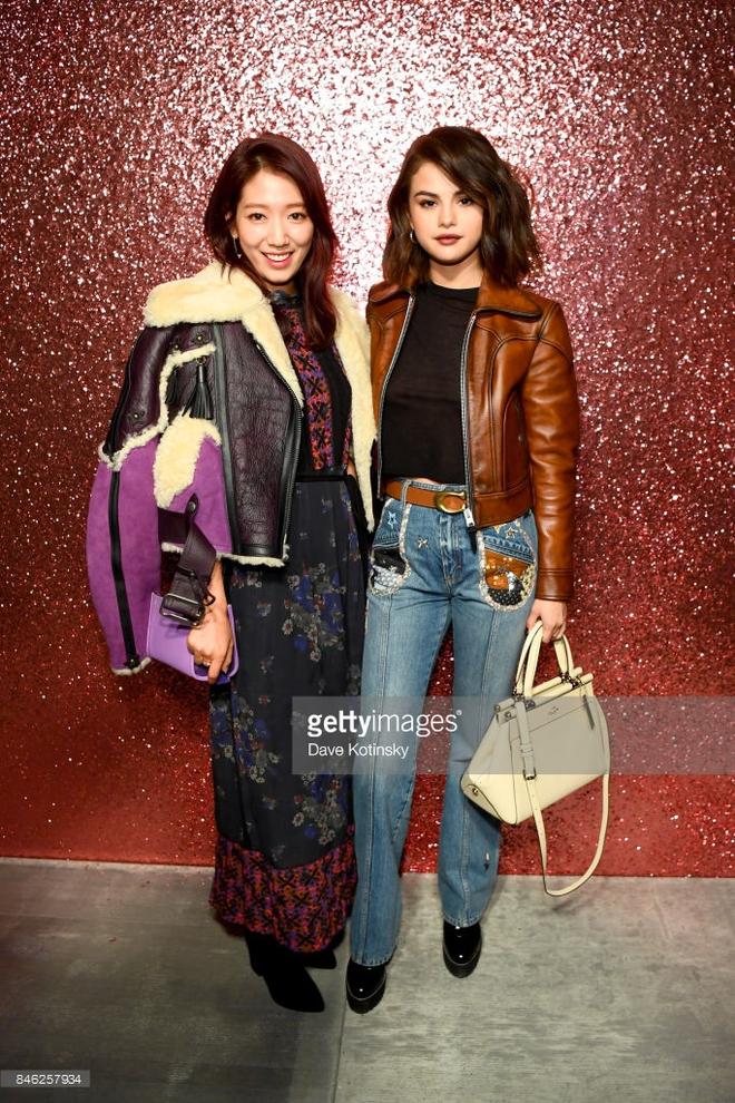 Jessica diện áo trắng quần đen đơn giản nhưng vẫn nổi bật tại Tuần lễ thời trang New York  - Ảnh 8.