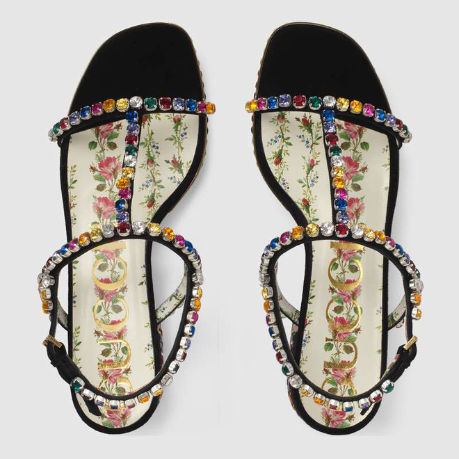 Sau đôi sneaker 20cm, Hà Hồ lại tiếp tục sắm thêm đôi sandal lóng lánh nhìn lóa hết cả mắt - Ảnh 4.