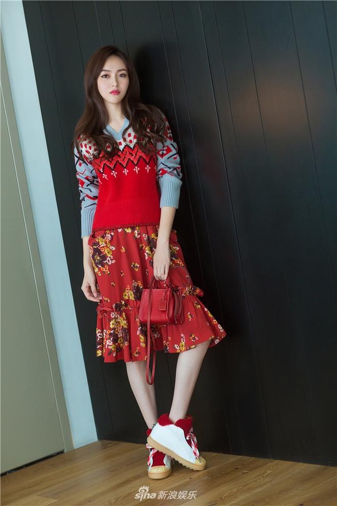 Jessica diện áo trắng quần đen đơn giản nhưng vẫn nổi bật tại Tuần lễ thời trang New York  - Ảnh 14.
