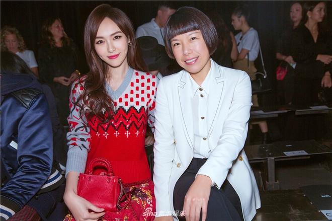 Jessica diện áo trắng quần đen đơn giản nhưng vẫn nổi bật tại Tuần lễ thời trang New York  - Ảnh 17.