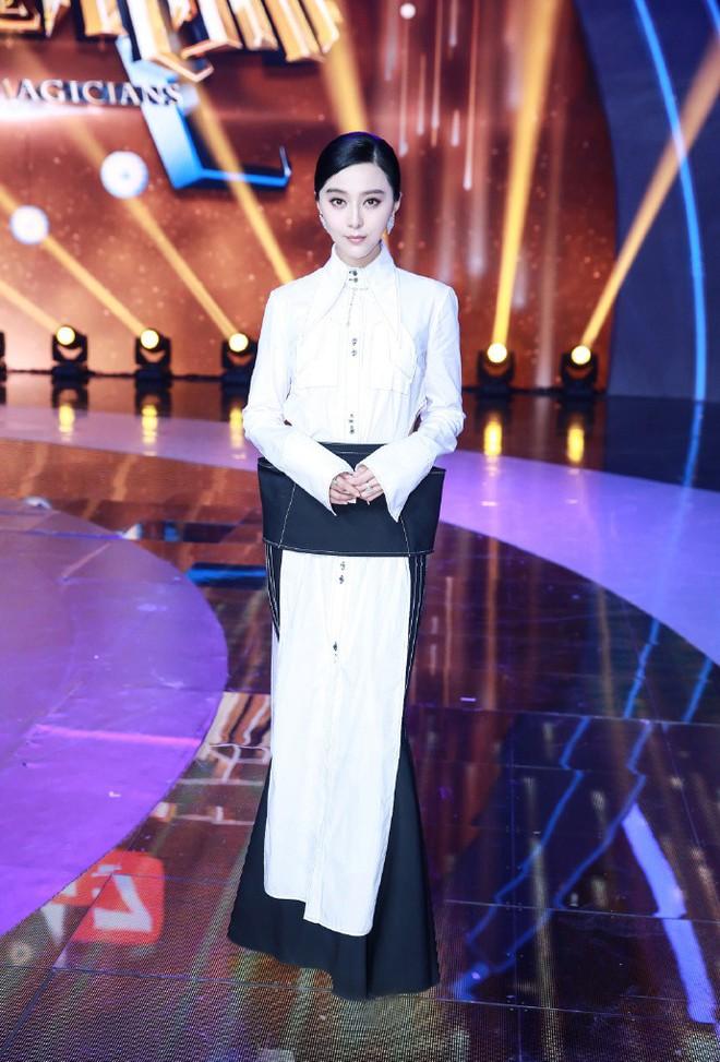 """Là """"Ngôi sao quốc tế mặc đẹp nhất thế giới"""", nhưng Phạm Băng Băng cũng có vô số pha ăn mặc khó hiểu - Ảnh 4."""