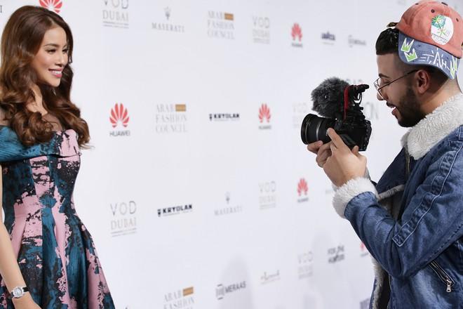 Phạm Hương và Minh Hằng đẹp bất phân thắng bại trên thảm đỏ Arab Fashion Week - Ảnh 6.