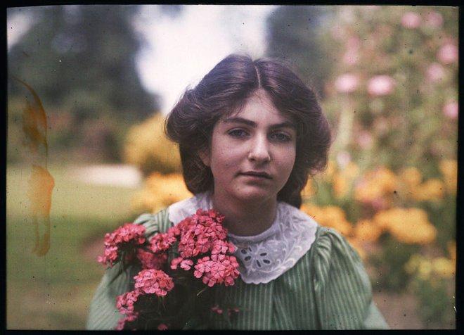 Ngắm vẻ ngọt ngào, lãng mạn của phụ nữ thế kỷ trước qua những bức ảnh màu tuyệt đẹp - Ảnh 10.