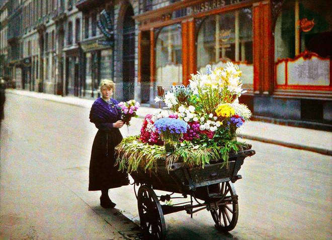 Ngắm vẻ ngọt ngào, lãng mạn của phụ nữ thế kỷ trước qua những bức ảnh màu tuyệt đẹp - Ảnh 2.