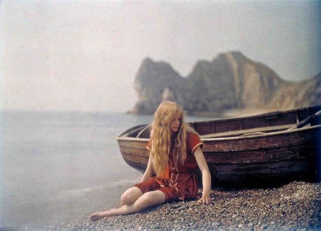 Ngắm vẻ ngọt ngào, lãng mạn của phụ nữ thế kỷ trước qua những bức ảnh màu tuyệt đẹp - Ảnh 4.