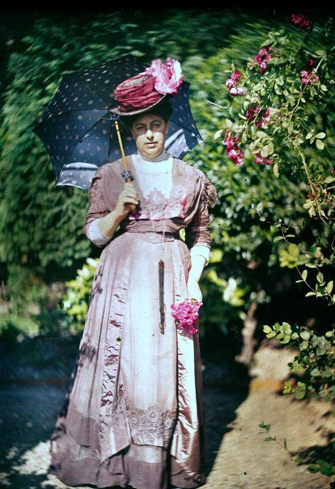 Ngắm vẻ ngọt ngào, lãng mạn của phụ nữ thế kỷ trước qua những bức ảnh màu tuyệt đẹp - Ảnh 6.